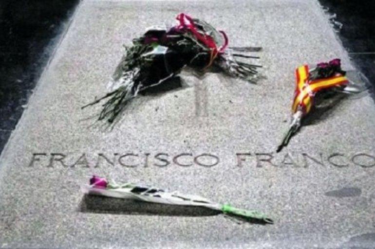 Franco, el franquismo y los profanadores de tumbas - Juan