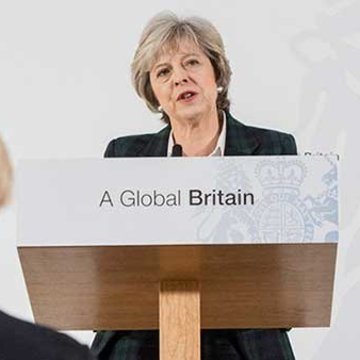 "Theresa May vuelve a demostrar su ""flexibilidad"""