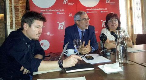 Tasio Oliver, Gaspar Llamazares y Montse Muñoz. (Foto: Europapress)