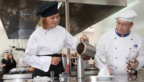 Cospedal, en el acto de inauguración del curso académico de la Escuela Superior de Gastronomía, Hostelería y Turismo de Toledo. (Foto: Gobierno de CLM)