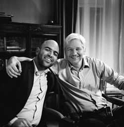 Julian Assange y Roberto Saviano en la embajada de Ecuador en Londres.