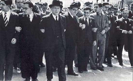 Manifestación en Madrid el 1 de mayo de 1936: Santiago Carrillo, Francisco Largo Caballero, Luis Araquistaín, José Díaz i Trifón Medrano.