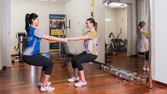 Cinco ejercicios funcionales para hacer en pareja salud - Que hacer en pareja en casa ...
