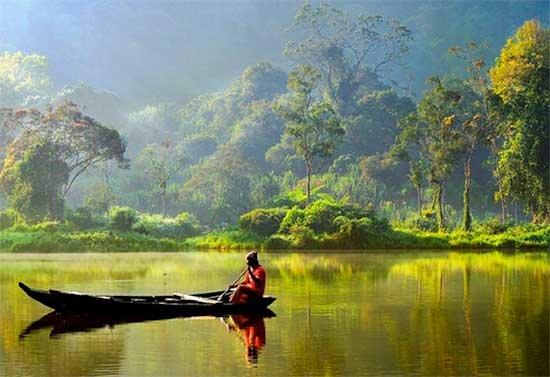 Con Papua Nueva Guinea Timor Oriental Y Malasia Es Un Pais Insular Ubicado Entre El Sureste Asiatico Oceania Archipielago Indonesio Esta