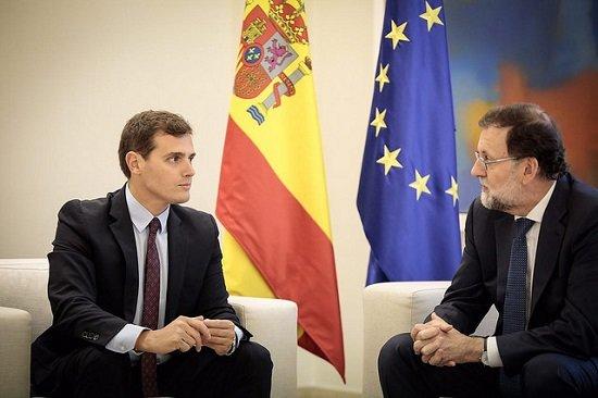 La ampliación del permiso de paternidad, otra promesa incumplida de Rajoy y Rivera