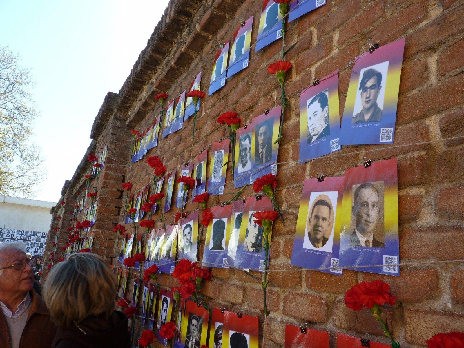 Resultado de imagen de monumento memorial dedicado a las víctimas del franquismo en el Cementerio del Este