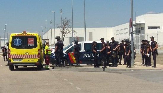 """CCOO condena la carga policial """"desproporcionada y gratuita"""" contra la plantilla de Amazon"""
