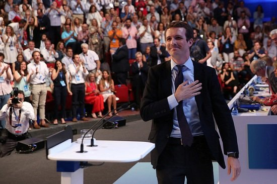 pablo casado estrena presidente viva rey