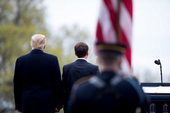 Trump y Macron, de espaldas, durante un encuentro oficial en Washington en abril de 2018.