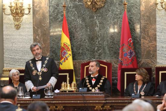 Carlos Lesmes junto al rey en el acto de apertura  del Año Judicial en la sede del Tribunal Supremo.