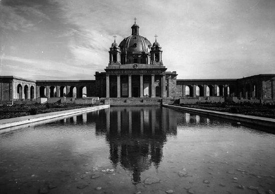Monumento a las Caídos de Pamplona en el que cada mes se celebra una misa franquista.