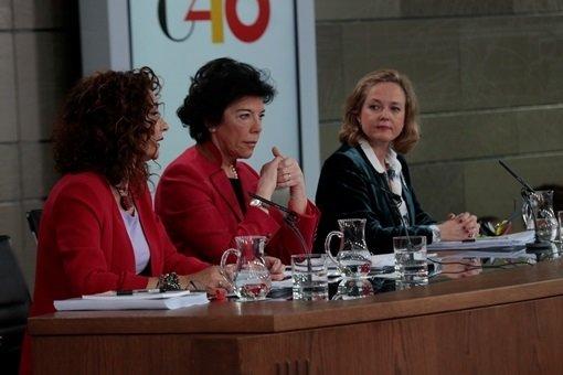 Las ministras María Jesús Montero, Isabel Celaá y Nadia Calviño en la presentación de los PGE. (Foto: La Moncloa)