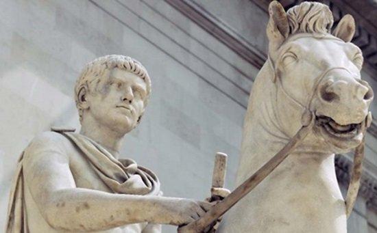 Estatua ecuestre de Calígula en el Museo Británico.
