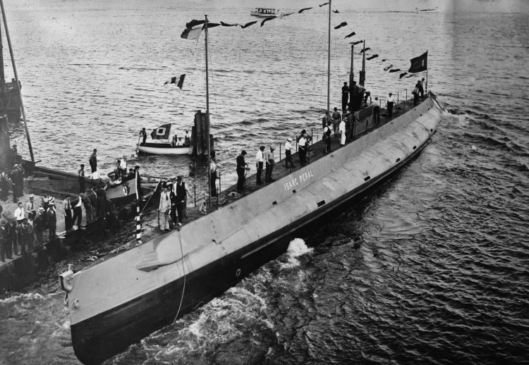 Isaac_Peral_submarine