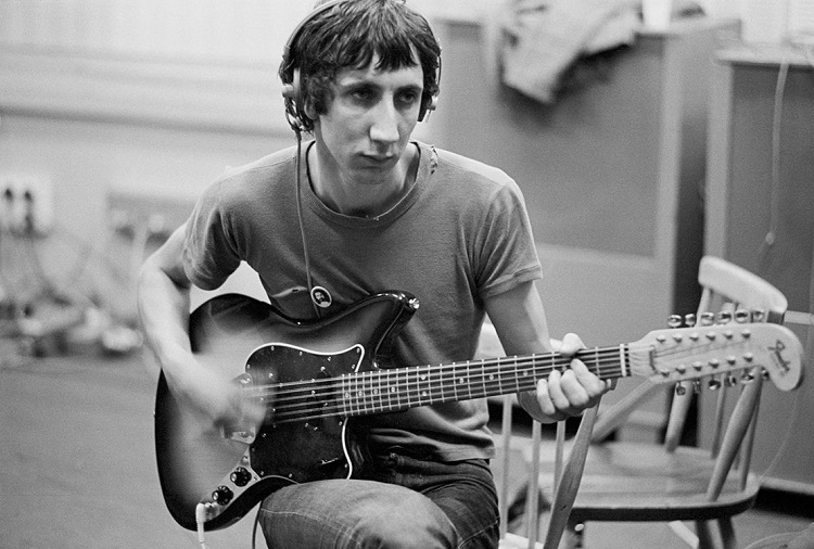 Guitarist and songwriter Pete Townshend of British rock group The Who recrods at IBC Studios, London, October 1968.