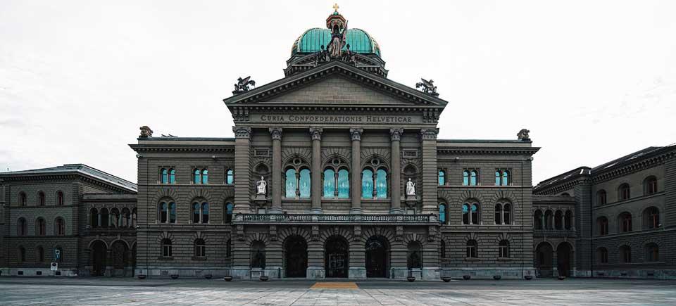 Unsplash/Claudio Schwarz | Edificio del Parlamento suizo en Berna.