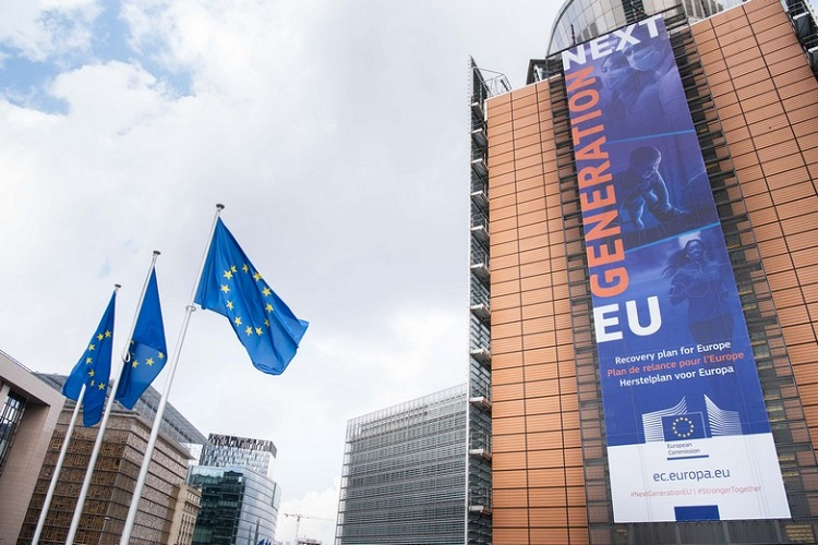 "The banner ""Recovery Plan for Europe"" on the front of the Berlaymont building"